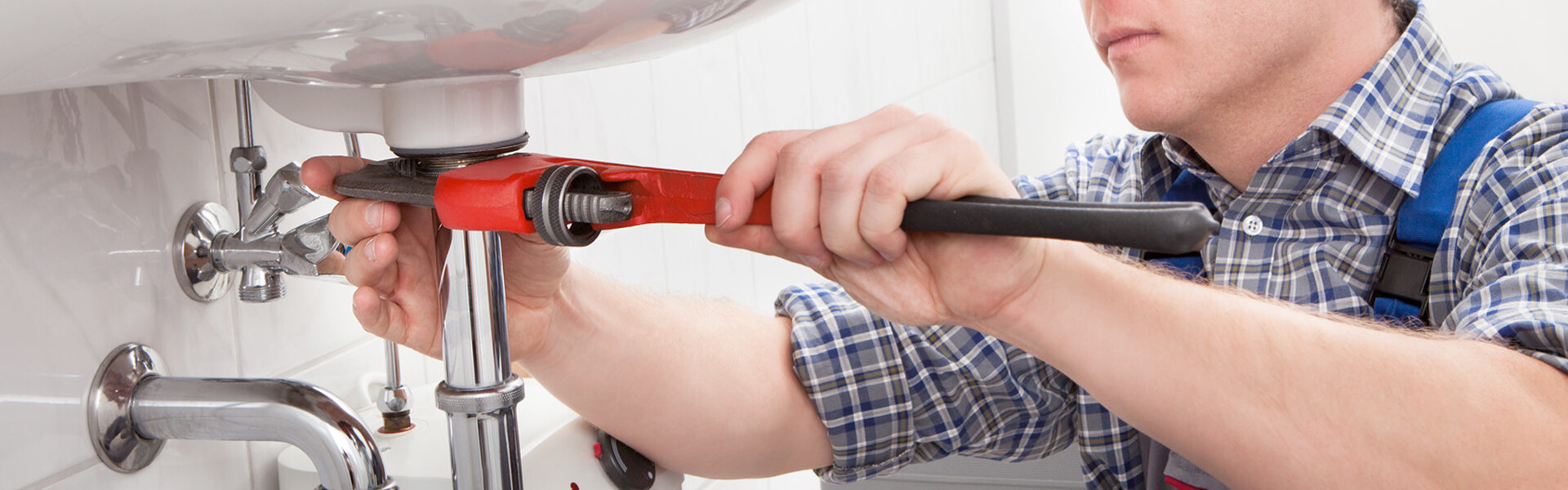 4 Factors To Consider When Choosing a Plumber